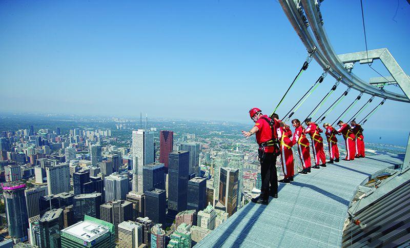 EdgeWalk es el nuevo desafío de la CN Tower.