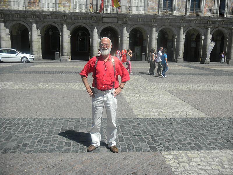 Visitando la Plaza Mayor en Madrid.