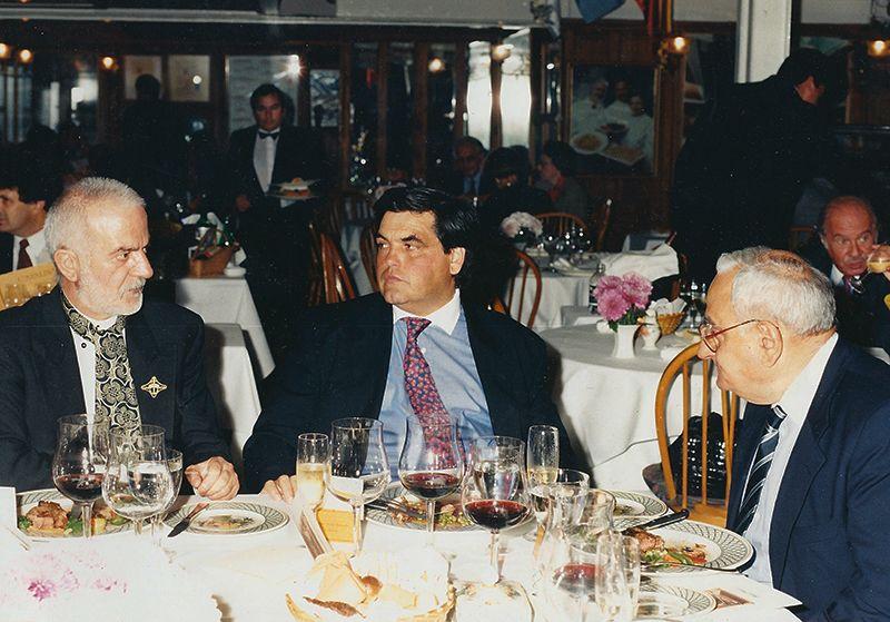 Ramiro Rodríguez Pardo junto a Jean Paul Bondoux y Miguel Brascó en el restaurante Catalinas.