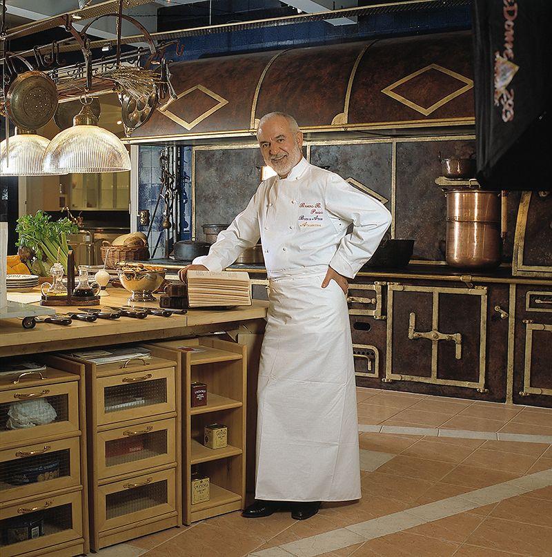 La gastronomía es la profesión que le permitió conocer los cinco continentes.