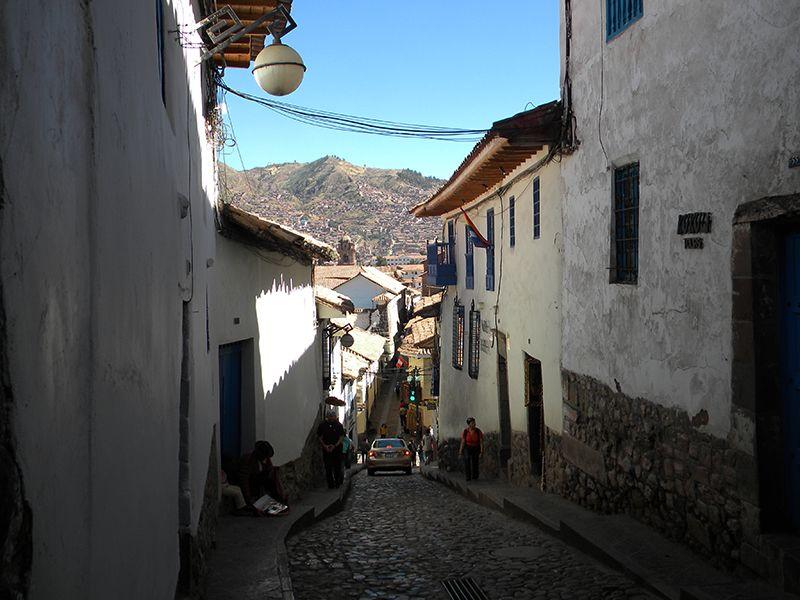 Una cuesta que marca el regreso del barrio de San Blas.