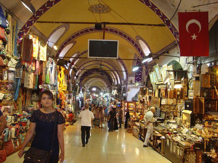 En las 80 calles del Gran Bazar se disponen unas 3.500 tiendas que