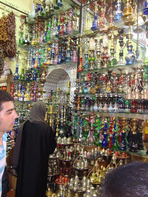 Los narguiles o pipas de agua son uno de los recuerdos más originales que se puede adquirir en el Gran Bazar.