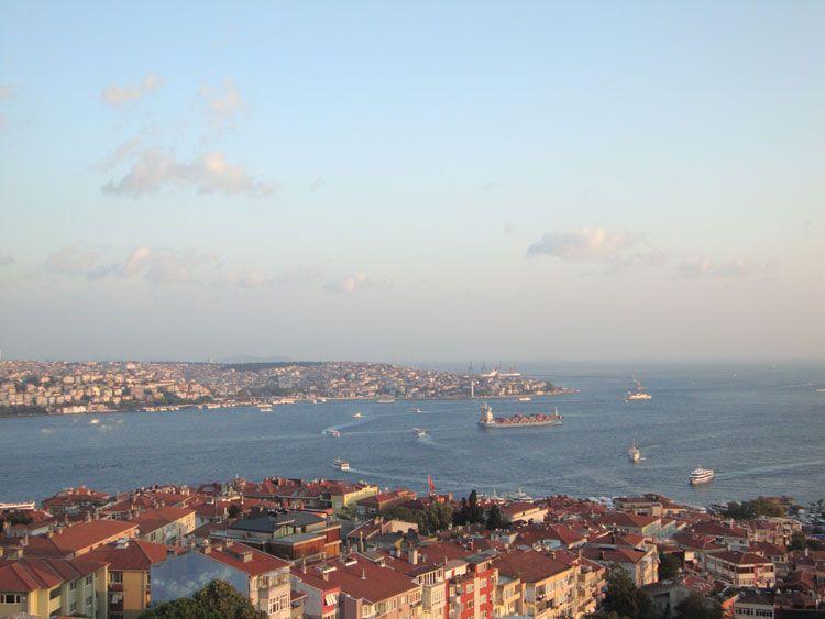 La vista del Bósforo desde la terraza del Hotel Conrad Istanbul.