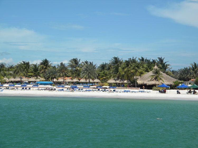 La bienvenida a la isla de Coche: playas de arenas blancas