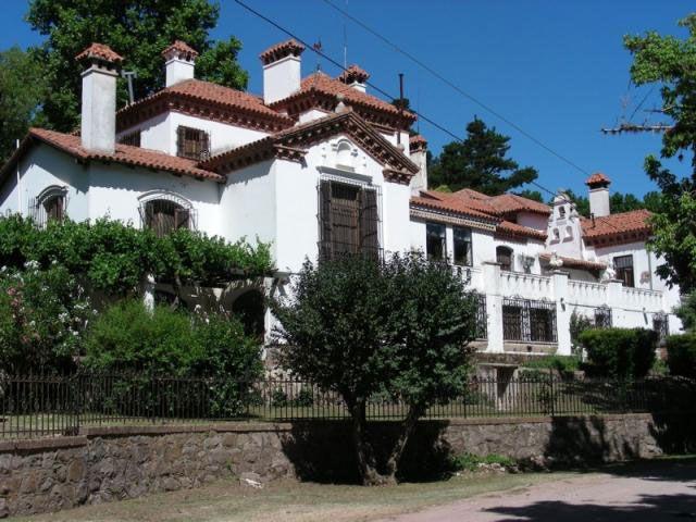 El Paraíso es la residencia que habitó Mujica Láinez a 3 km. de La Cumbre.
