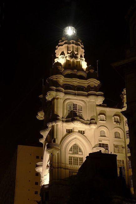 La fachada iluminada del Palacio Barolo