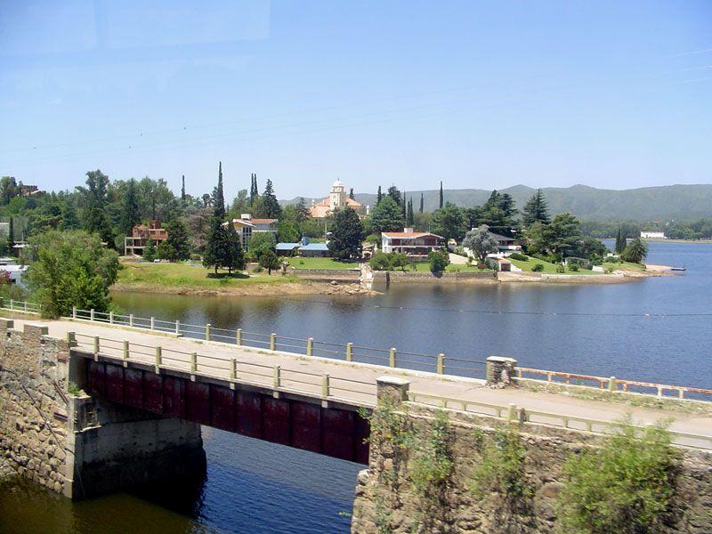 El dique San Roque es el mayor espejo de agua en Villa Carlos Paz.
