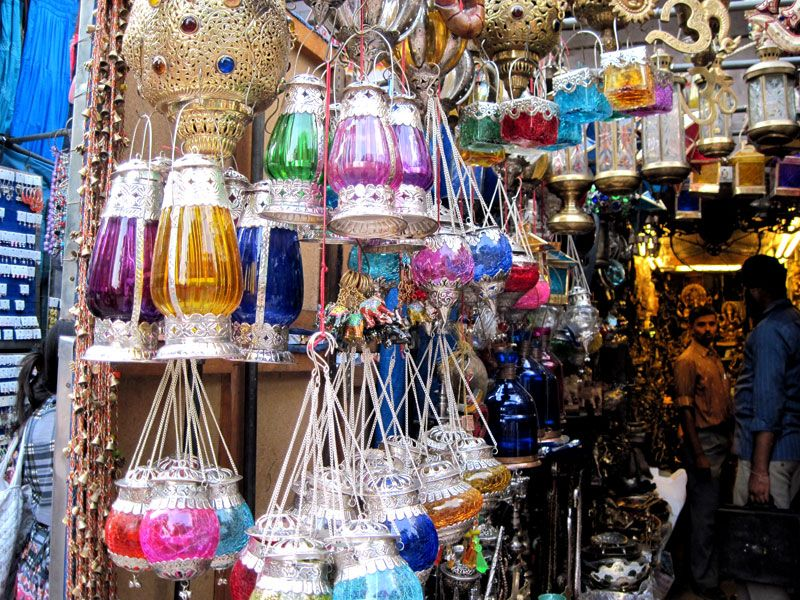 6-Los mercados que rodean Chandni Chowk reúnen todo el color de la vida comercial de la Vieja Delhi.