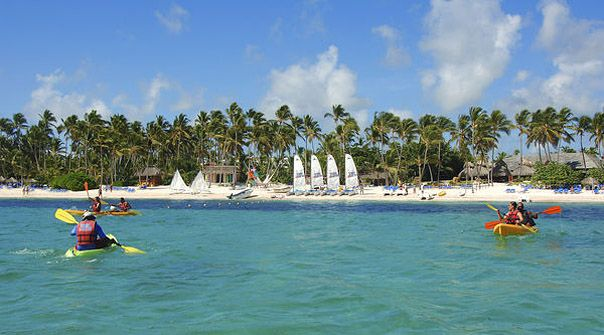 Las actividades acuáticas son las predilectas de los jóvenes que vacacionan en el Caribe Tropical.