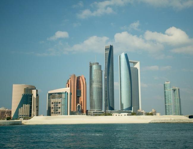 ¿Cómo es el Louvre de Abu Dhabi?