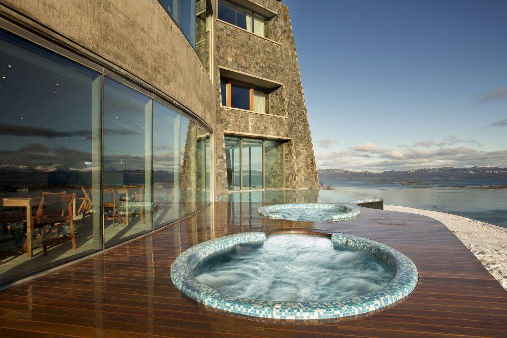 El Hotel Arakur Ushuaia se encuentra dentro de la Reserva Natural Cerro Alarkén