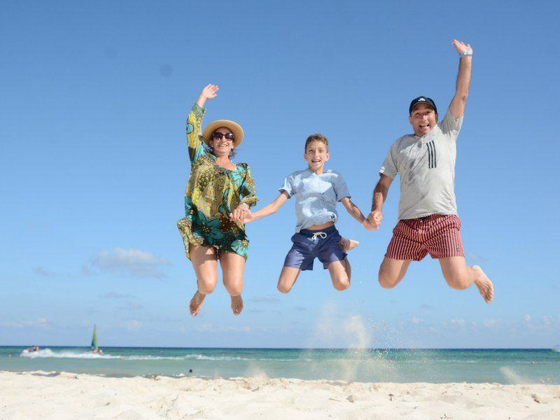 Cachito Vigil disfrutando de los viajes junto a su familia.