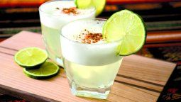 El pisco es el aguardiente de uva peruano obtenido de la destilación de los caldos frescos de la fermentación exclusiva del mosto de uva.