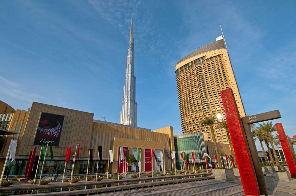 El Dubai Mall cuenta con 1.300 tiendas comerciales.