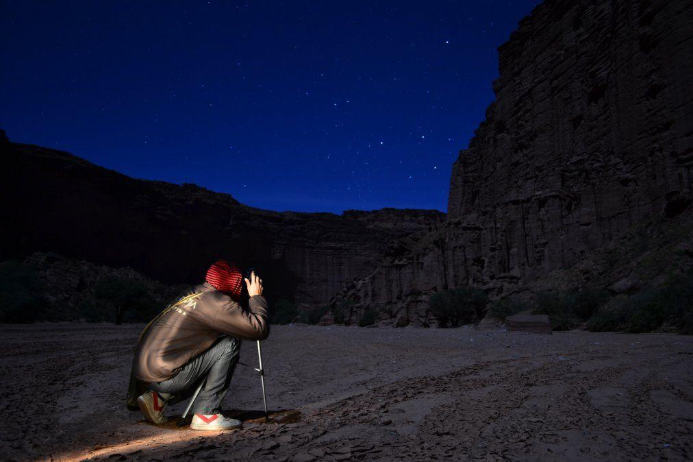 Una caminata a la luz de la luna con el cañón como testigo.