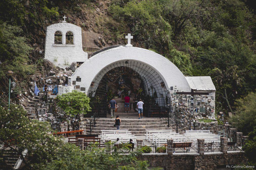 El circuito comienza en la gruta donde fue encontrada la imagen de la Virgen María. (Foto: Carolina Cabrera)
