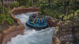Infinity Falls tiene un sinuoso recorrido que emula al del río Amazonas