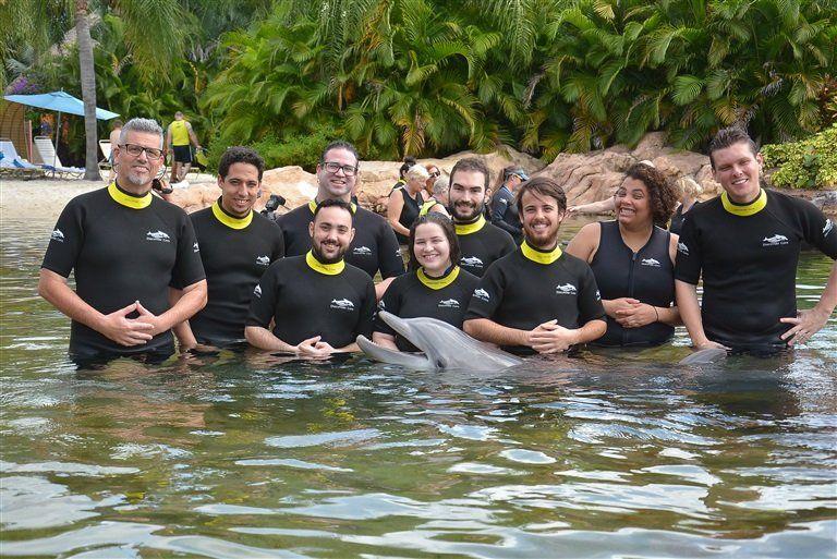 En Discovery Cove es posible interactuar con los delfines.