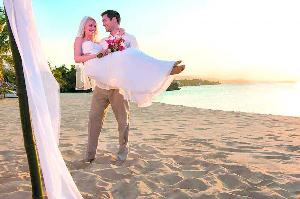 Las cadenas internacionales ofrecen servicios personalizados para organizar bodas.