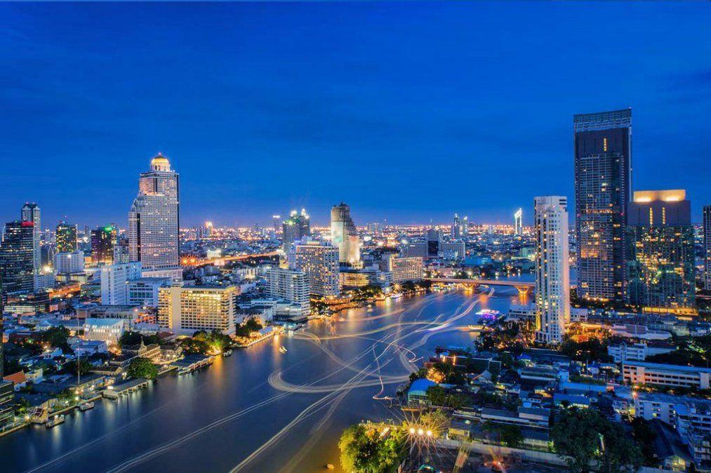Bangkok presenta un tinte futurista en contraposición a sus templos ancestrales