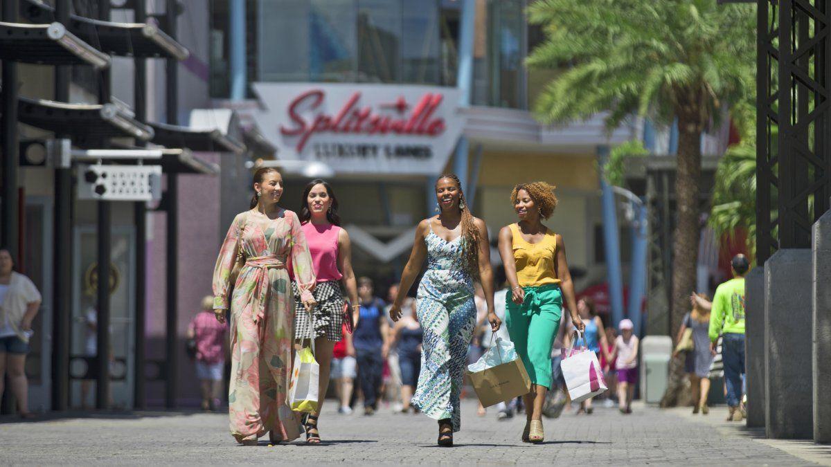 Kissimmee es un lugar ideal para viajar con la familia o amigos. Por supuesto, está a pocos minutos de los principales centros comerciales de Orlando.