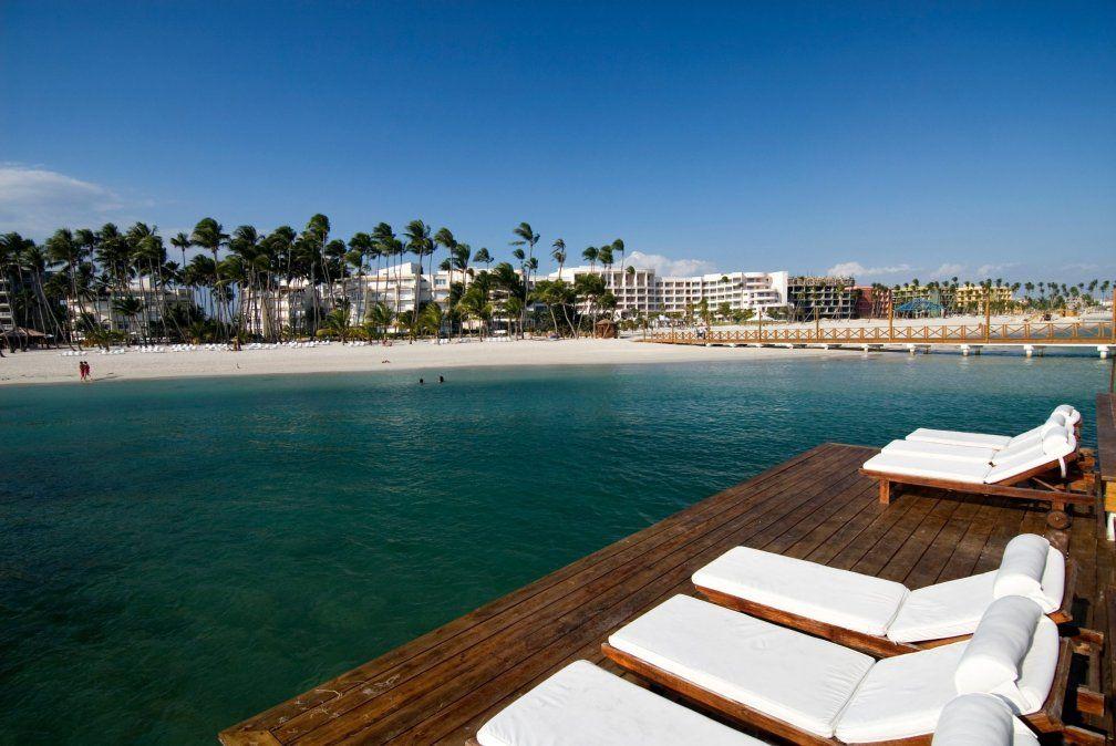 La playa de Juan Dolio tiene zonas de oleaje fuerte y otras más tranquilas.