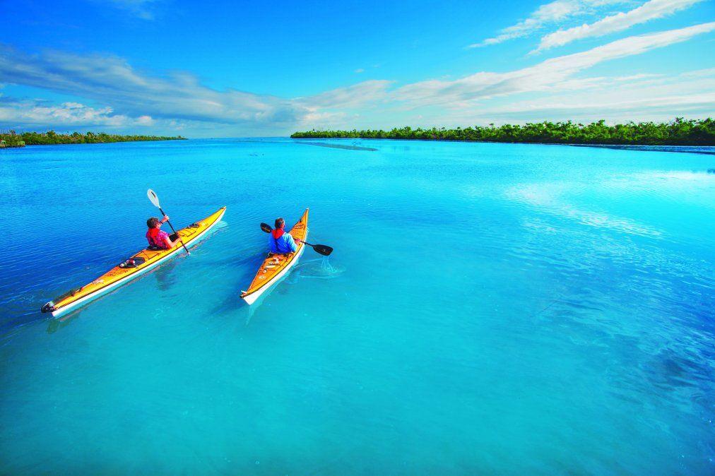 Aguas claras para surcar en kayak.