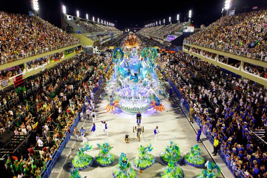 El Carnaval de Río de Janeiro es uno de los espectáculos más grandes del mundo.