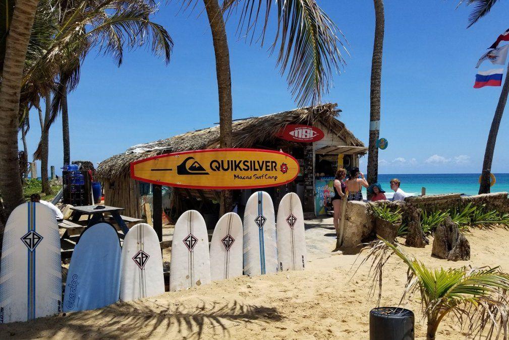 El Macao Surf Camp ofrece clases de surf en la propia playa