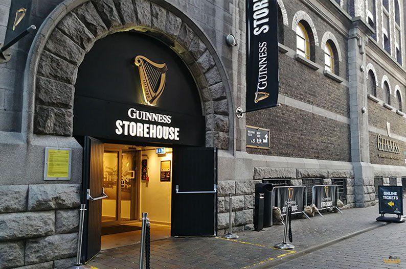 La Guiness Storehouse es una exposición multimedia con la historia de la marca que culmina con una degustación.