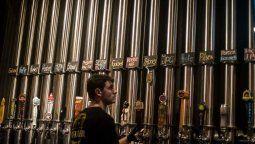 Las cervecerías se han convertido en lugares ideales para estar con amigos. Créditos: GuidoPiotrkowski.