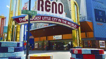 Como su hermana Las Vegas, Reno destella de casinos.
