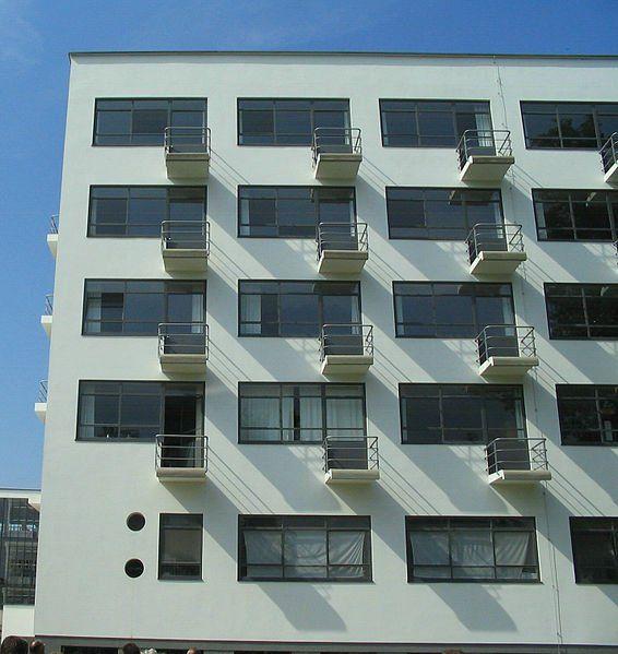 Líneas rectas y puras para otro exponente de la Bauhaus.