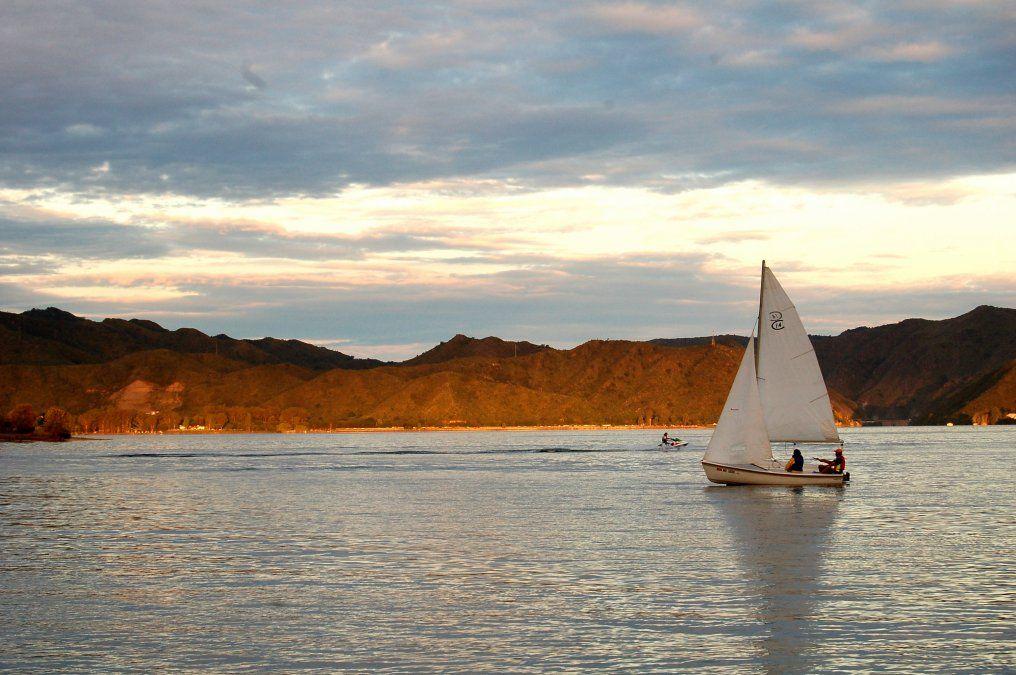La Falda constituye una buena base para visitar varios sitios de interés. como el lago San Roque.