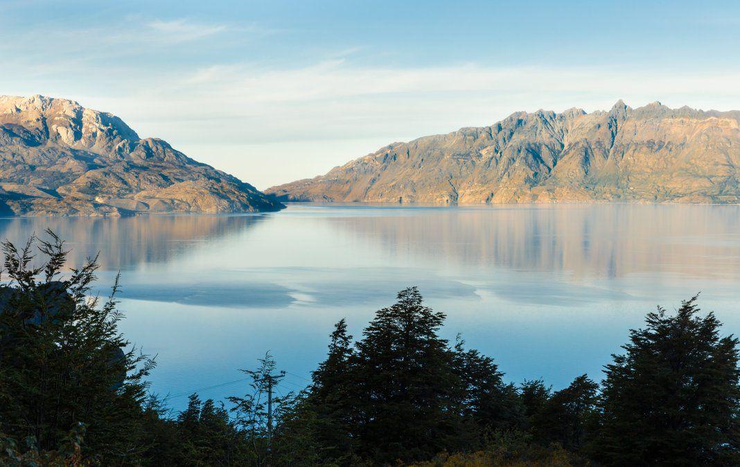 El lago General Carrera atesora las Capillas de Mármol. Antes de iniciar el recorrido