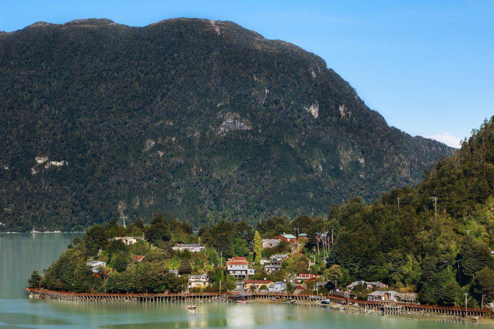 Caleta Tortel es uno de los pueblos encantadores que uno podrá encontrar en el camino.