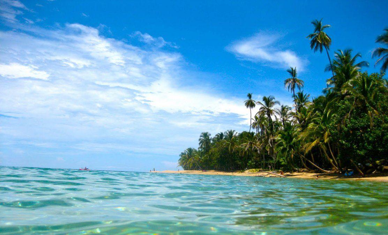 Las playas de Puerto Limón deberían ser una parada obligada para todos aquellos que busquen relajarse.