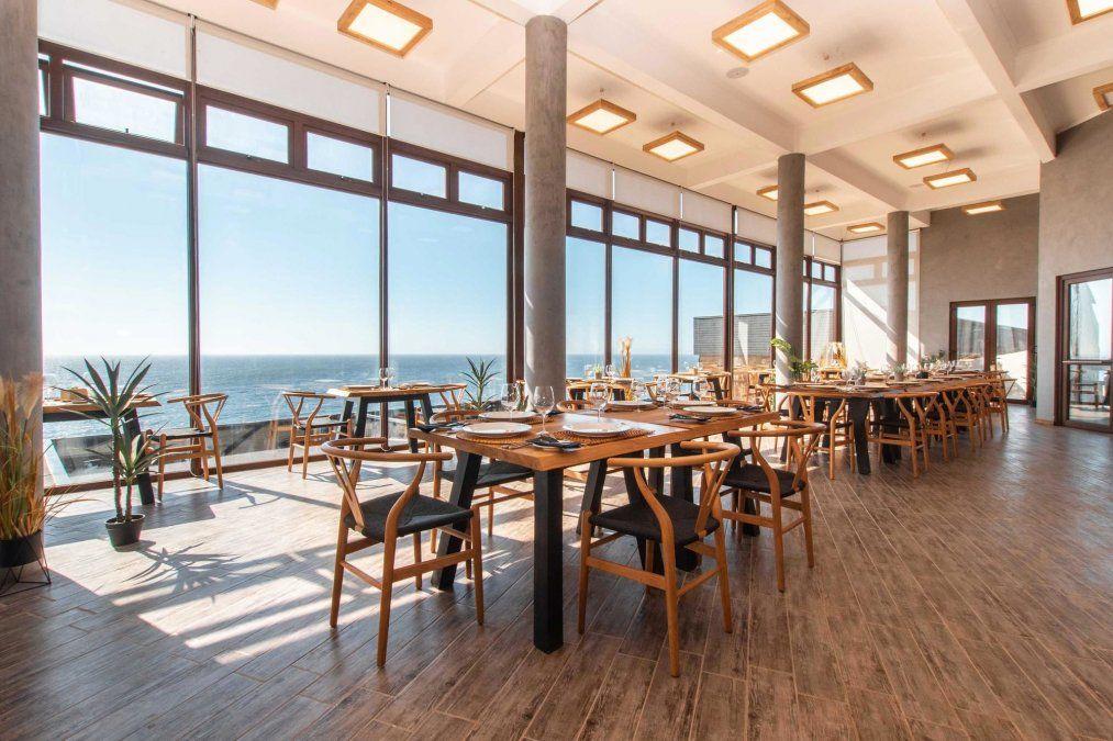 La experiencia perfecta de comer con vista al mar.