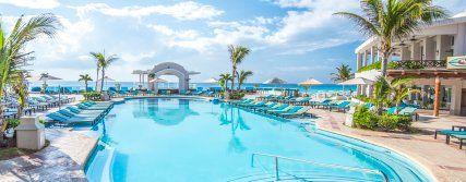 La gran piscina delPanama Jack Resorts Cancún.