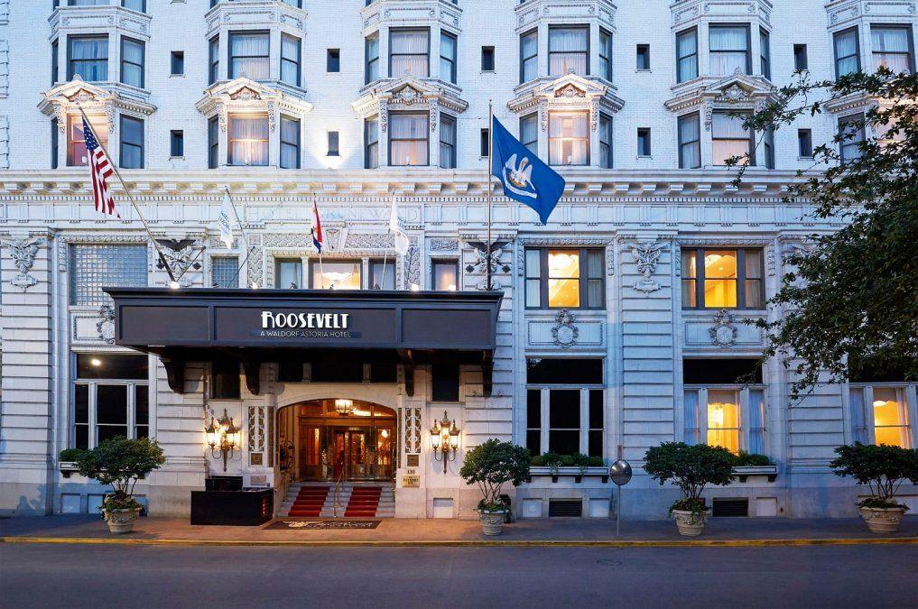 El frente del Roosevelt Hotel.
