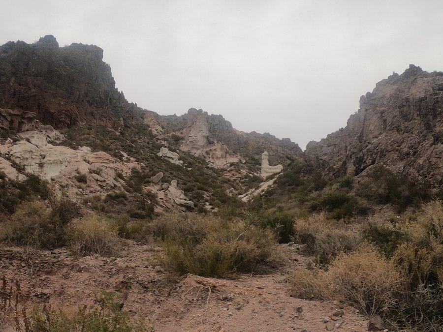 Las más de 70 geoformas en el paisaje montañoso serán compañeros del curioso visitante.
