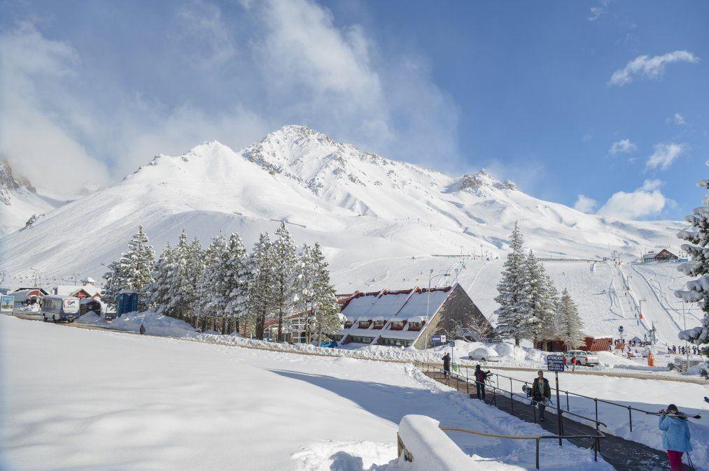 Desde los hoteles de Las Leñas se puede salir esquiando.