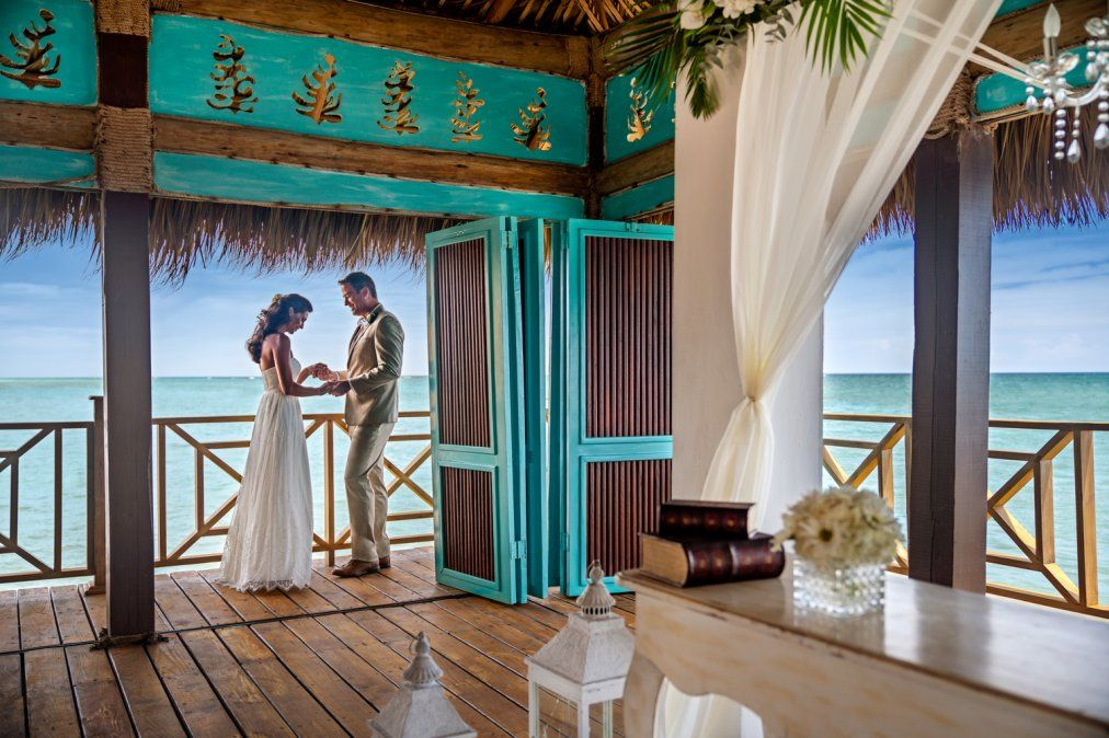 El mar cristalino será un espectador de lujo en una boda de ensueño.