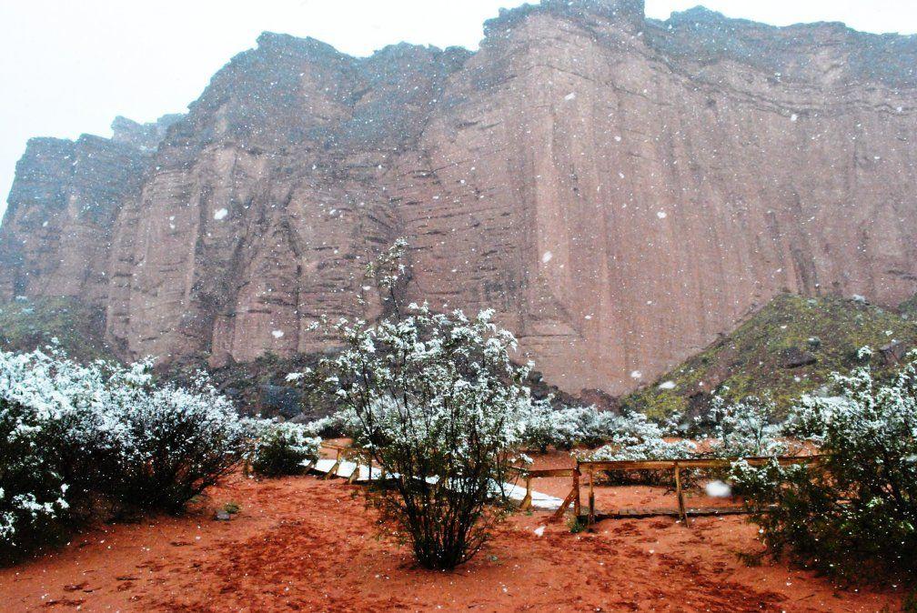 El Parque Nacional Talampaya también se disfruta con nieve