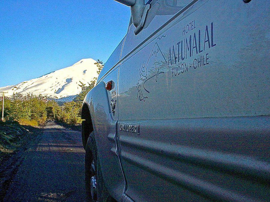 El volcán Villarrica es el telón de fondo de todas las actividades al aire libre.