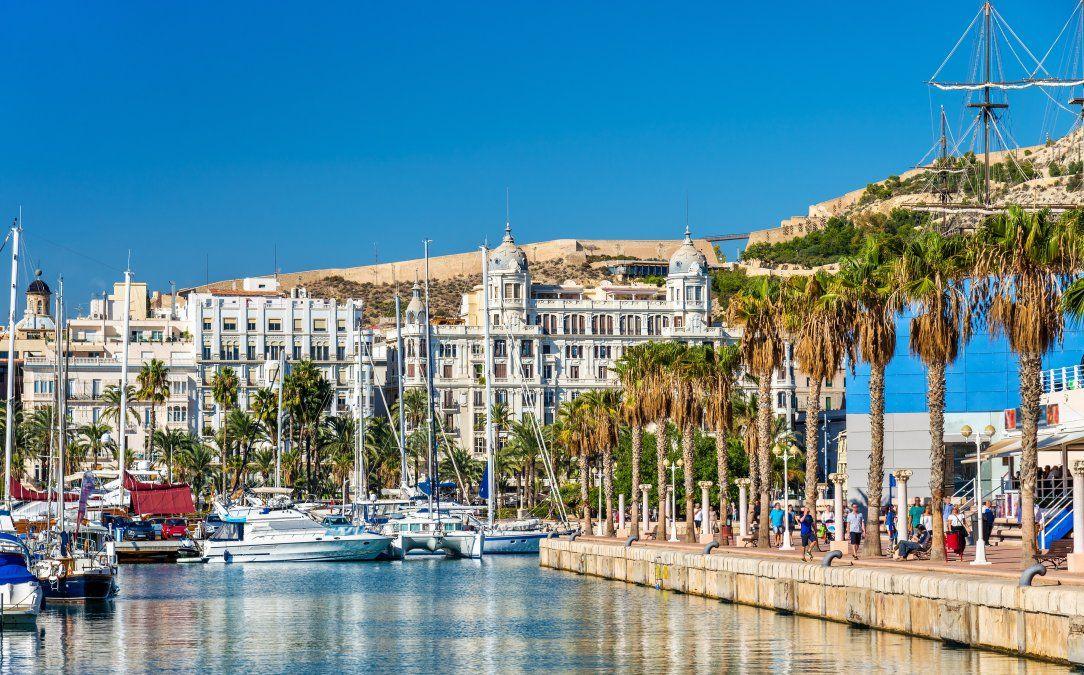 Alicante se destaca por su belleza escénica y sus propuestas gastronómicas.