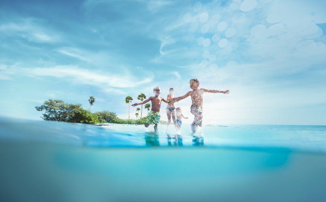 Hay playas que son ideales para familias por sus aguas tranquilas y sus parques con juegos.
