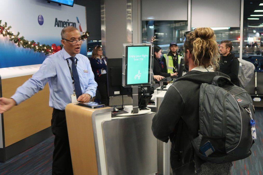 Abordaje biométrico de AA en el Aeropuerto Internacional Dallas-Ft. Worth