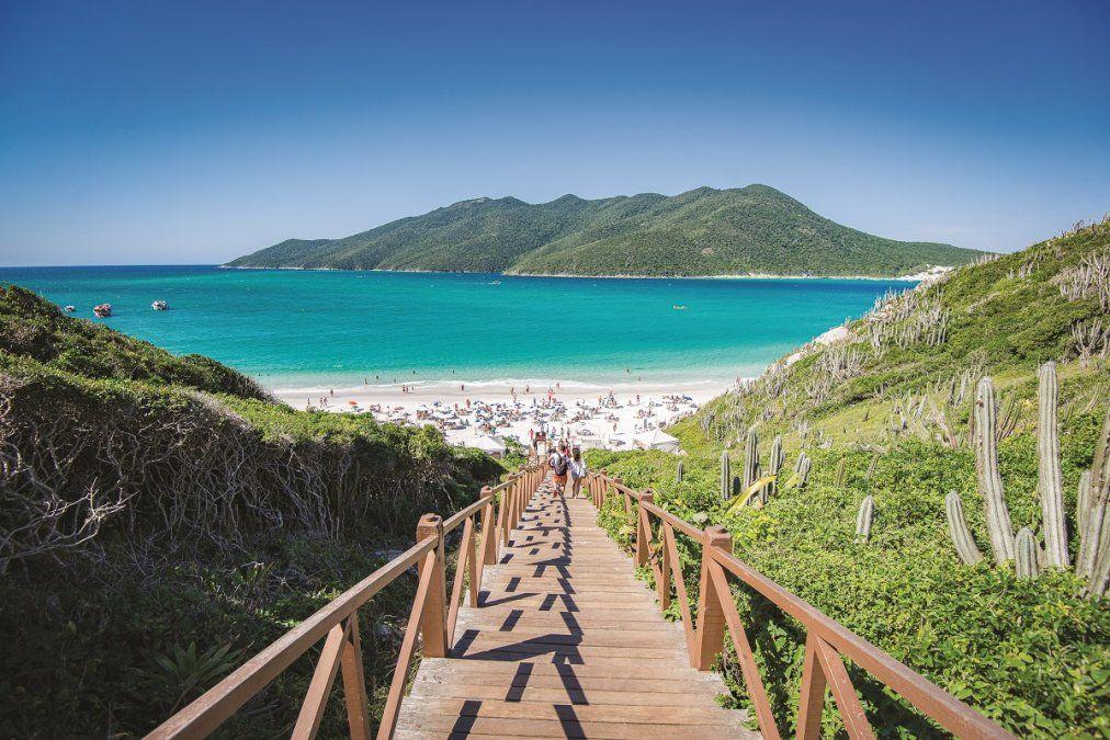 Las aguas turquesas caracterizan a las playas de Arraial do Cabo.